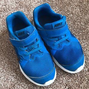 Toddler Nike tennis shoe